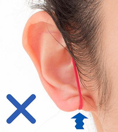 耳たぶが締め付けられる